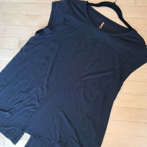 Lucy black top. Med. CB665